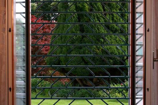 Avvolgibili di sicurezza per negozi e abitazioni milano rollgrate - Serrande elettriche per finestre ...